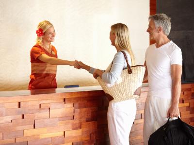 Quel est l'impact de la sharing economy pour un hôtelier indépendant ? Journée du marketing hôtelier Reception_hotel_iStock_000018659197XSmall