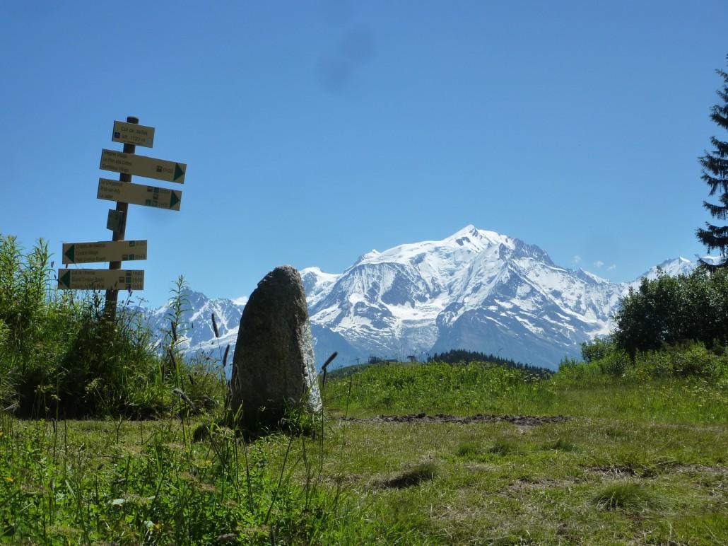 Mont-Blanc et borne romaine au col du Jaillet
